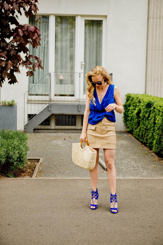 www.thegoldenbun.com | nude fake leather skirt Zara Hallhuber Seidentop 1