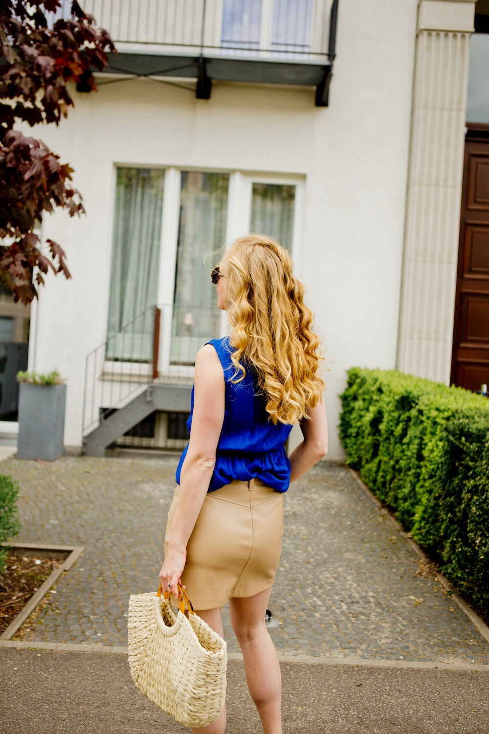 www.thegoldenbun.com | nude fake leather skirt Zara Hallhuber Seidentop 1