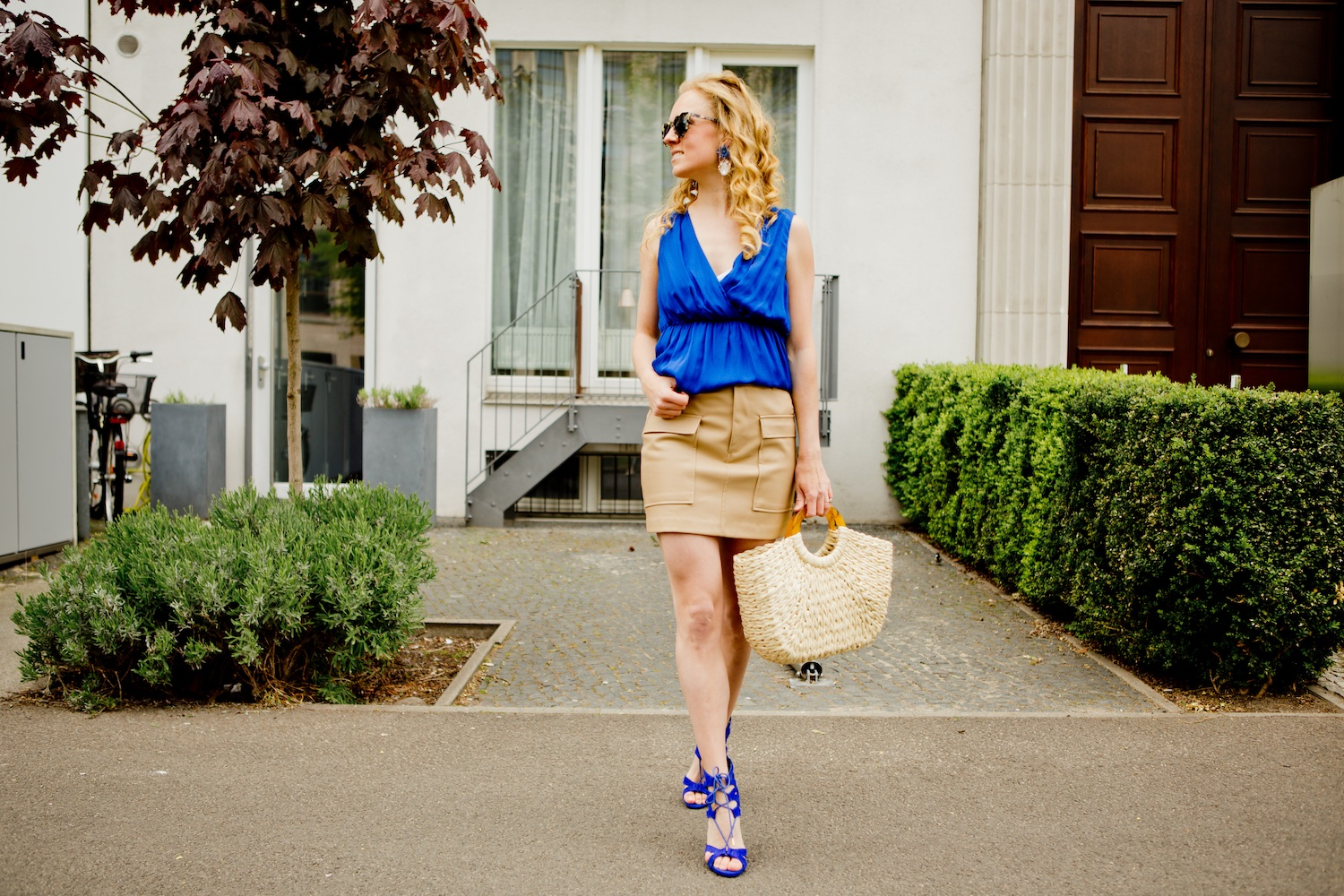 Blue, beige & a straw bag!