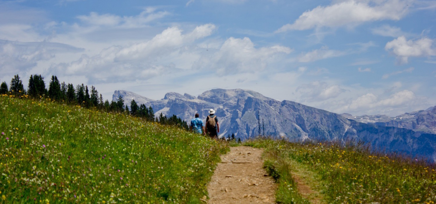 VAL GARDENA – on a hiking tour in the flowery & impressive DOLOMITES
