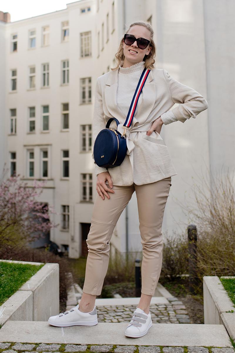 Nyze vegane Taschen veganes Leder Outfit Inspiration Berlin |www.thegoldenbun.com