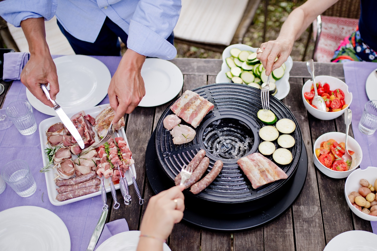 Outdoor summer | barbecue fun at the table with table grill OFYR Tabl'O